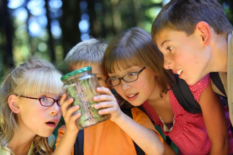 Students with a jar of bugs